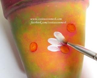 Flores pintadas en macetas paso a paso