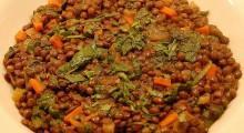 plato con lentejas y verduras