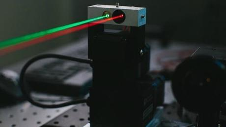 Mark Zuckerberg está diseñando un sistema de comunicación láser que conecte a todo el mundo