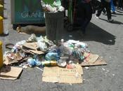 recreo sector chacaito bulevar sabana grande siguen botando basura deshora calles
