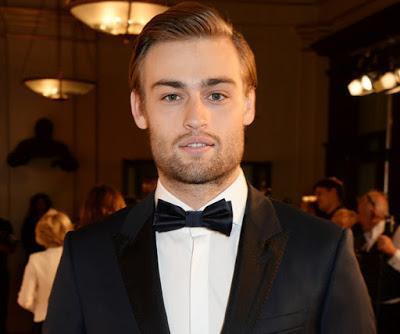 Douglas John Booth, es un actor y modelo inglés mejor conocido por haber interpretado a Boy George en la película Worried About the Boy, ... - el-guaperas-douglas-booth-cumple-23-anos-L-owqMVe