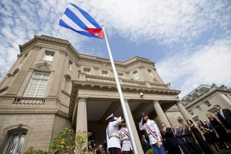 La bandera cubana ondea en la Embajada de Cuba en Washington después de más de medio siglo. Foto: EFE (Andrew Harnik)
