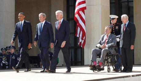 De izq. a dcha., Barack Obama, George W. Bush, Bill Clinton, George Bush y Jimmy Carter en un acto en Washington. Foto: Jason Reed