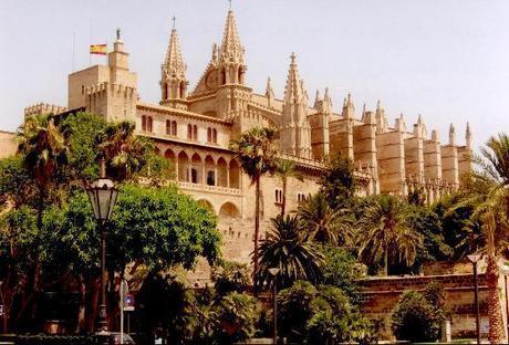 The-Almudaina-Palace-with-his-landscape-in-Palma-de-Mallorca