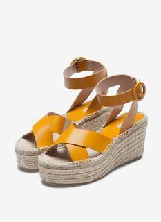 Este verano han habido dos sandalias que han destacado po...