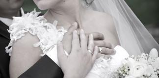 Implantes de senos relacionados con el riesgo de suicidio