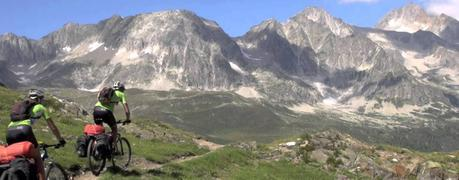 Ruta TransAlpina por Suiza en MTB por unos cicloturistas (vídeo)