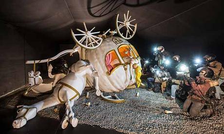 'La carroza de Cenicienta' a Dismaland - Bemusement Park, Banksy.