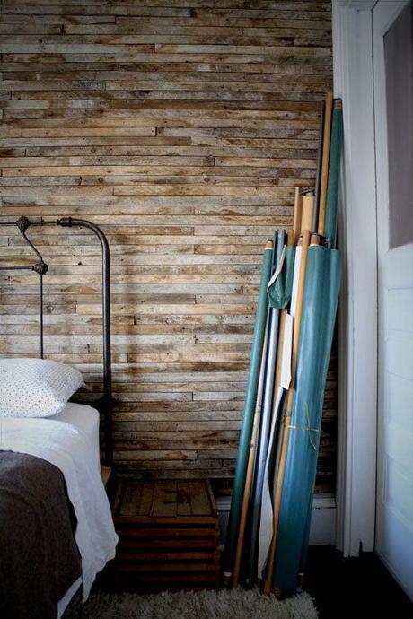 Revestir pared con madera: Un look rústico para cualquier estancia.