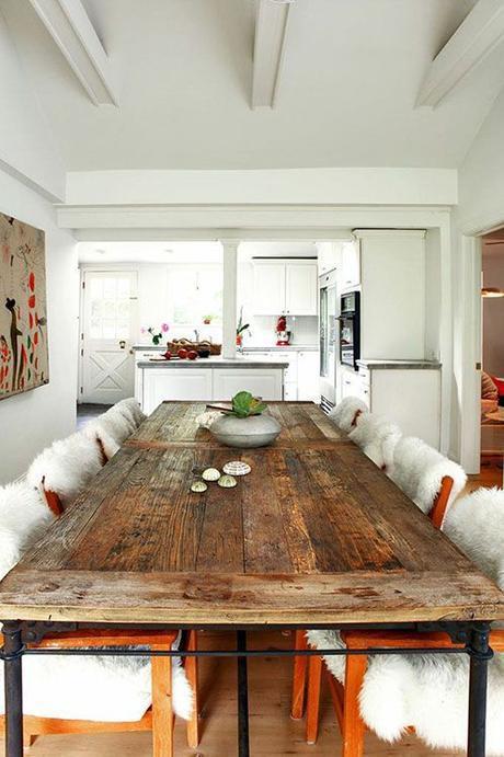 Mesa con puerta antigua. ¡Original lo mires como lo mires!