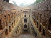 Periodista pasa años desplazandose India documentando escaleras subterraneas antes desaparescan.