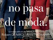 "Nuevo póster trailer español comedia becario (the intern)"", robert niro anne hathaway"