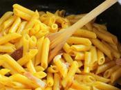 Penne azafrán. Receta pasta italiana cocinada como fuera risotto