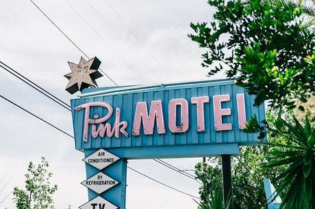 Cadilla_Jacks-Pink_Motel-Los_Angeles-Outfit-Reformation-White_Cropped_Top-Midi_Skirt-Isabel_Marant-Sandals-Collage_On_The_Road-Outfit-Street_Style-61