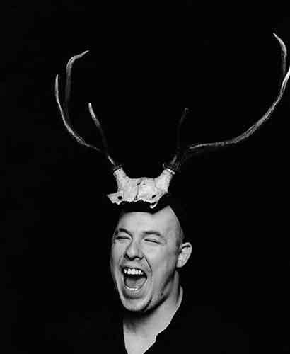 Retrato de Alexander McQueen, Marc Hom/Trunk Archive.