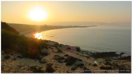 El sol todavía esta bajo, atrás queda ya la playa de donde salimos