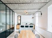 Blanco negro diseño interior apartamento Moscú