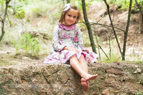 Niña en puente ropa de niña Mikos Alhama