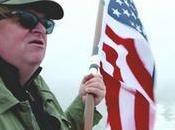 Michael Moore también invade, pero fines realmente nobles