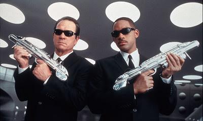 Las noticias de la semana: música Bond, San Sebastián, Cazafantasmas, sicarios, Hombres de Negro y Snoopy