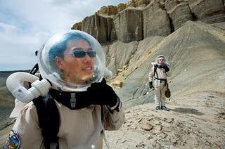 Fotografía de dos científicos en el 'Desierto de Marte' en Hanksville