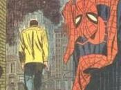 Momentos míticos: Peter Parker, tira traje Spiderman.