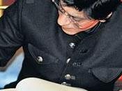 Shah Rukh Khan firma libro honor ayuntamiento Berlín