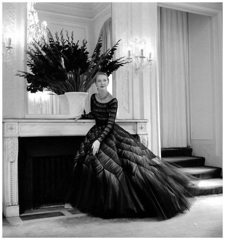 gown-of-satin-with-tulle-by-jacques-griffe-photo-by-willy-maywald-1952
