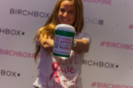 Más de 300 manicuras solidarias contra el cáncer de mama.