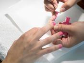 Manicuras solidarias contra cáncer mama.