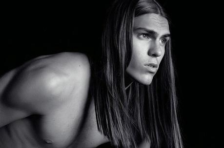 glamour-narcotico-mens-beauty-inspiration-long-hair-is-a-new-thing-long-hair-for-men (4)