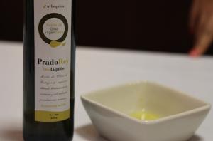 Aceite de oliva Virgen Extra Prado Rey. Fotografía Mari Trini Giner