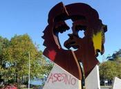 """""""Asesino"""", pintaron estatua Coruña"""