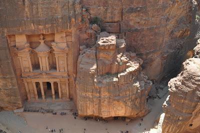 El Tesoro de Petra desde la ruta Al Kubtha