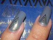 Diseño uñas Egipcias gris dorado