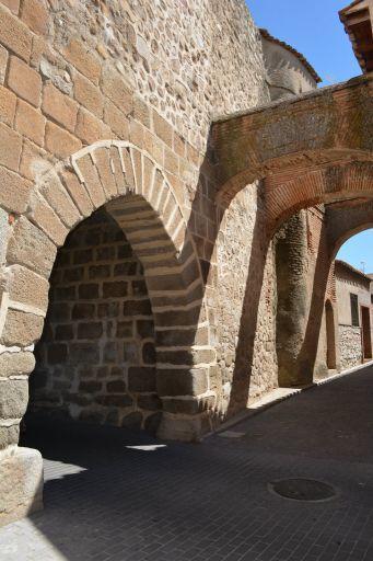 Puerta de San Miguel, Escalona
