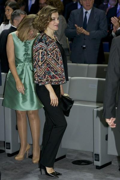 Dña. Letizia, étnica, formal y transparente, de Zara a Prada