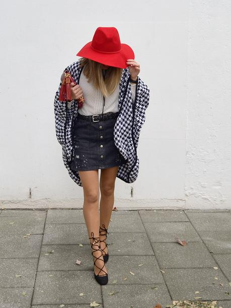Houndstooth print cape