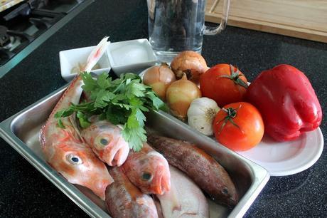 V deo receta como hacer un caldo de pescado en b sicos de for Como cocinar pescado