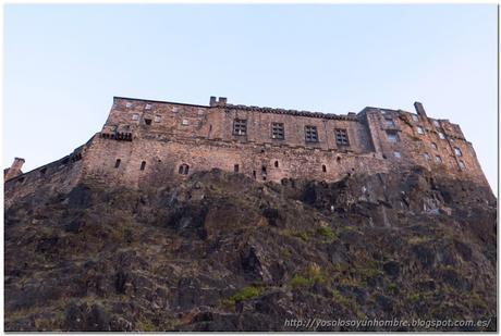 Vamos alcanzando el Castillo de Edimburgo