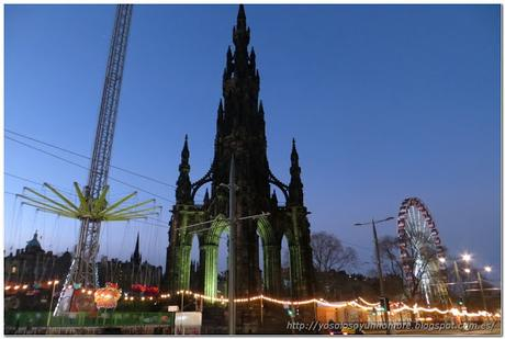 Monumento a Scott rodeado de atracciones