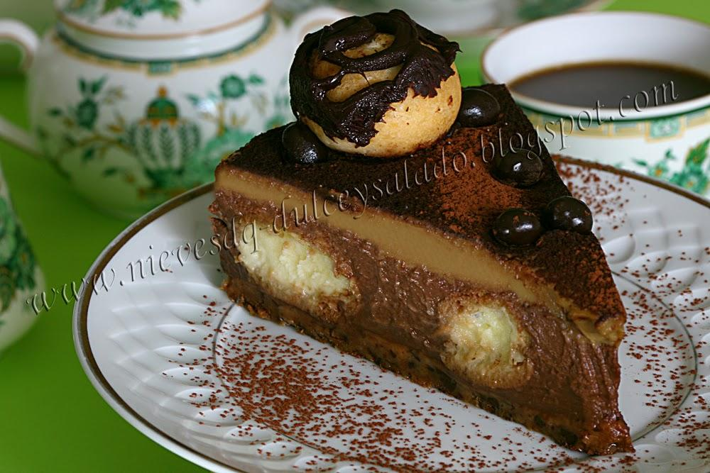 TARTA DE CHOCOLATE Y CAPUCHINO CON PROFITEROLES