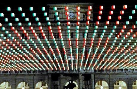 Luci d'Artista, Tappeto Volante di Daniel Buren in piazza Palazzo ci Città