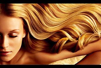 Los aceites para los cabellos de las rubias naturales