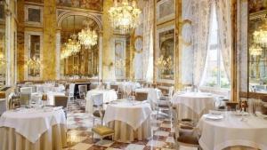 Hotel-De-Crillon
