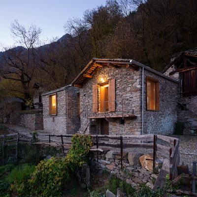 rustica y moderna casa de piedra en italia