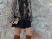 Blusa lunares+Short negro+Mosqueteras camel, tendencia 2016