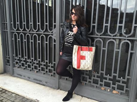 Falda/Skirt Mango (New)Botines/Boots Zara (Old)Bolso/Bag Carolina Herrera personalizado (New)Camiseta/Shirt Primark (New)Collar/Necklace Perfumería lar