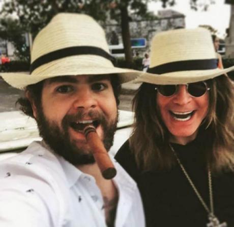 El célebre cantante británico Ozzy Osbourne llegó este fin de semana a La Habana junto a su hijo en una visita privada