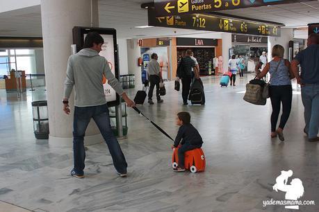 paseando trunki aeropuerto